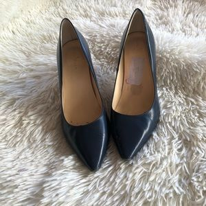 Cole Haan Nike air pumps size 7B